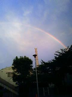 パチ屋にかかる虹